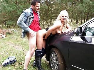 في سن المراهقة توقف السيارة و الملاعين لها الرجل