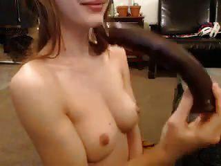 رائعتين ضيق فتاة يلعب مع كبير دسار