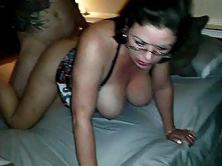 زوجة الساخنة مارس الجنس من قبل صديق