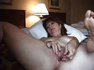 زوجة وحدها في غرفة الفندق