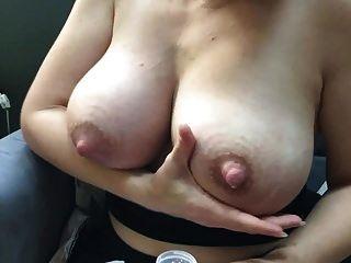 كبير الثدي التدفق الحليب