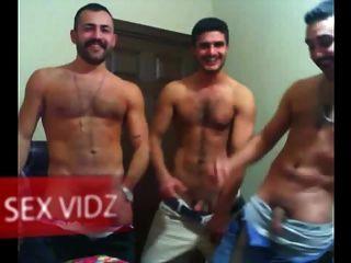 ثلاثة الكتل العربية وجود الرجيج قبالة حزب العربية مثلي الجنس