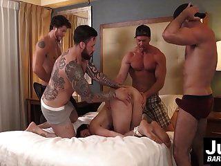 مجموعة من العضلات الساخنة الرجال المحراث الصعب ربط الرجال الحمار الأحمق