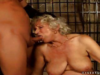 أشعر الجدة نورما المحصنة الجنس