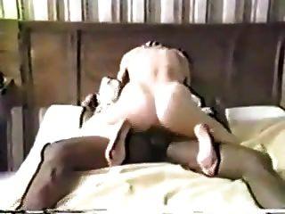 هذه هي الطريقة التي يمارس الجنس مع الرطب كس الأبيض كما هوبي يبدو على.
