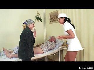 الجدة الساعات الجد الملاعين ممرضة في المستشفى