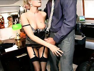 سكرتيرة دونا مارس الجنس في أسود سامد جوارب