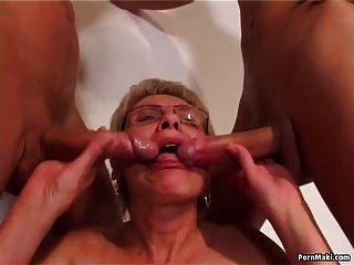 القديمة و الشباب الجنس مع الساخنة الجدة