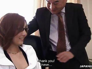 الآسيوية فتاة الحصول على مارس الجنس بواسطة لها رئيس بوليتلي