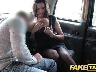 وهمية تاكسي الساخنة مفلس فتاة يحصل ضخمة نائب الرئيس بالرصاص فوق لها الثدي