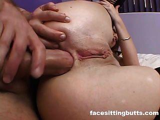 جولة الحمار وقحة يترك لها جوارب على عندما مارس الجنس