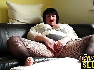 ناضجة سيدة السمين بلاسورينغ لها الرطب كس على ال أريكة