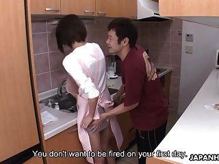 خادمة الحصول على مارس الجنس من قبل صاحب المنزل