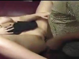 فتاة الحصول على مارس الجنس بواسطة ل قليل من أسود رفاق!
