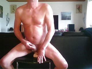 يمارس الجنس مع ديك أبيض كبير بواسطة dirtyoldman100001