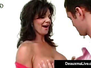 الأم القذرة deauxma يفتح فتحة الشرج لها boytoy \u0026 النافورات!
