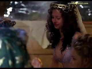 كاثرين هيجل بعقب في الأمير الشجاع scandalplanet.com