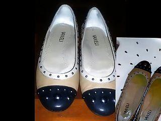 حذائها سوء المعاملة