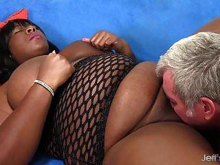 BBW الأسود دافني دانييلز يرضي الرجل مع جسدها الدهون