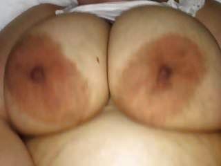 ضخمة الثدي