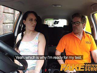 مدرسة لتعليم قيادة السيارات وهمية فوضوي ذروة creampie للغش مثير