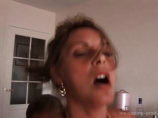 une prof de piano perverse se tape deux jeunes etudiants