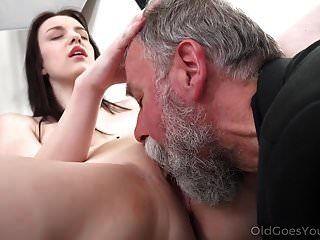 القديم يذهب الشباب لذيذ امرأة سمراء الثعلب ماكر