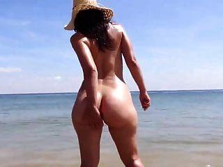 يتجول على الشاطئ saf