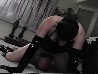 عشيقة يستخدم العبد لها