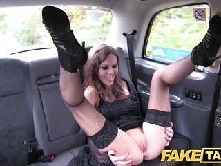 تاكسي وهمية السيدات الفاخرة تورم كس وضيق مارس الجنس الحمار
