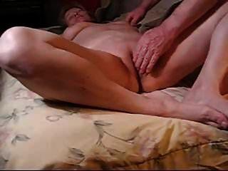 الأم القديمة الحصول على مارس الجنس من قبل بعل لها