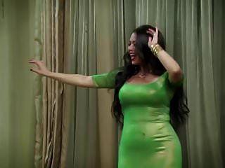 ممثلة مصرية ترقص قبل الجماع