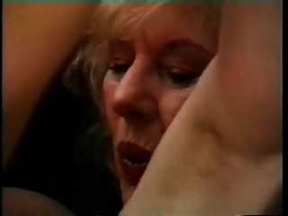 الجدة الصدر كبير يغوي شاب وله ضجيجا