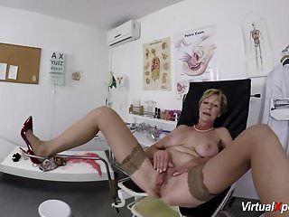شعر الجدة بوف مارس الجنس من قبل الطبيب لها