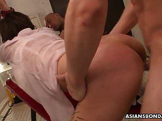 لا بد شخ الشرب الآسيوية ومارس الجنس بشدة وبلا
