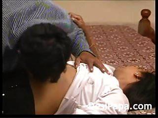 خدع فتاة هندية شابة بريئة مارس الجنس بشدة