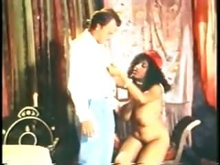 المرأة الجميلة كبيرة أسود و كبير الثدي ثروة teller مارس الجنس خمر