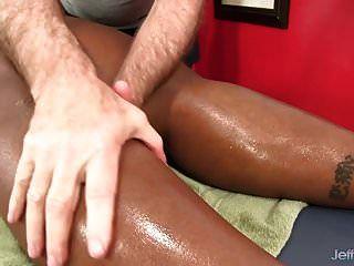 فتاة سوداء كبيرة بطن دافني دانيلز يحصل على تدليك الجنس
