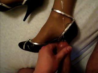 نائب الرئيس على الأحذية والساقين