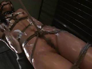 العضو التناسلي النسوي الآسيوية سوزانا wakana يحصل عبودية تعذيب وجلد مثل