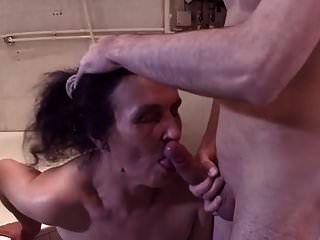 تنظيف سيدة مارس الجنس roighly