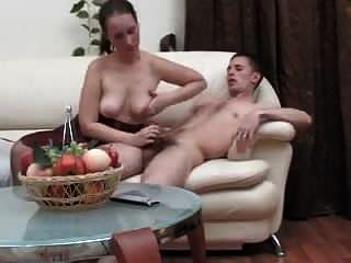 امرأة ناضجة إغواء الرجل لممارسة الجنس