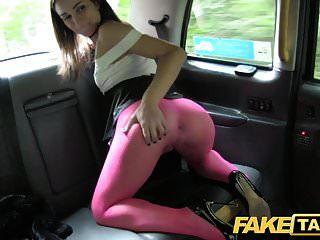 تاكسي الجمال الإيطالي وهمية في جوارب يحصل اللعنة الشرج العميق