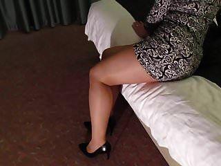 hotwife في خلخال جوارب طويلة لامعة والكعب