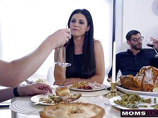 أمي الملاعين ابن ويأكل creampie في سن المراهقة لعلاج الشكر