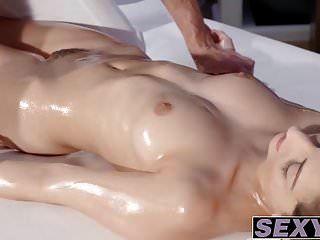 فاتنة الساخنة الحمار مع الثدي مفلس imena الحصول على مارس الجنس من قبل لاغو