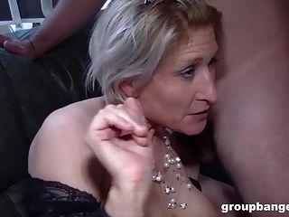 تيريزا هي سيدة ألمانية قرنية حريصة على سد ثقوبها