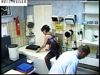الألمانية اناستازيا كبير الثدي اللسان مارس الجنس سكران على جوارب