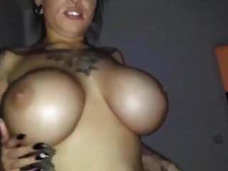 تحصل مارس الجنس مثير وقحة tatted مع titties كبيرة