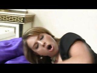 مثير الثدي كبير الثدي الشرج خادمة مارس الجنس في جوارب
